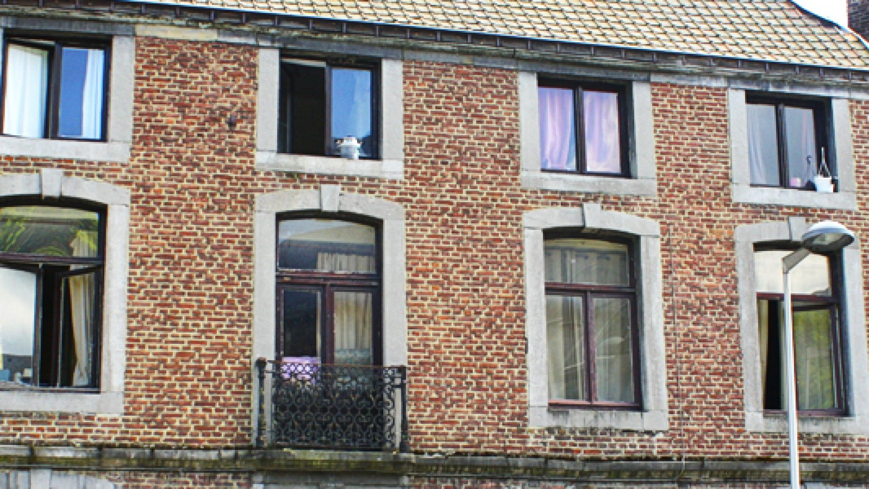 Appartement 1 chambre avec balcon sur rue Feronstrée